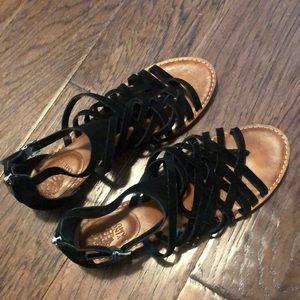 VINCE CAMUTO Black Strappy Sandal - Size 9.5